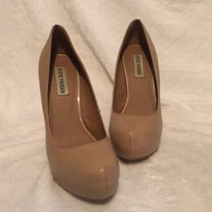 """Steve Madden Nude Leather 4.5"""" Heels, Size 8"""